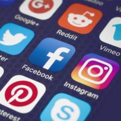 شبکه های اجتماعی ، یک دنیای جذاب و بی انتها
